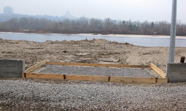 бетон и щебень на пляже