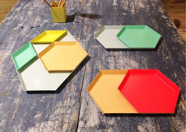 Plateaux multicolors HAY
