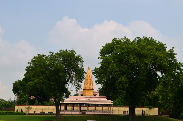 Sri Digambar Jain Temple nestled in the nature at Sarnath