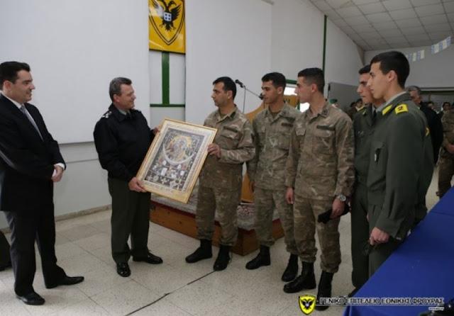 Αξιωματικός με 4 παιδιά στρατιωτικούς τιμήθηκε στο ΓΕΕΦ
