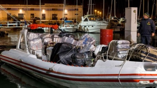 Boat with 1.5 tons hashish on board caught, three boat runners arrested