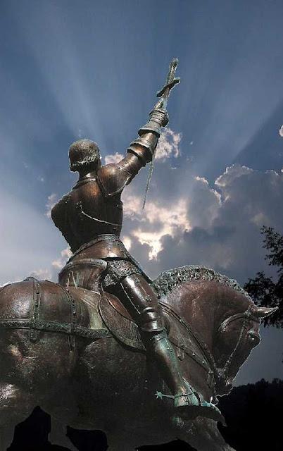 Santa Joana d'Arco: o poder vem de Deus  e Deus só o concede aos reis legítimos