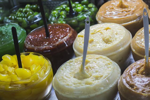 vasilhames de compotas de figo, mamão, laranja e outras mais