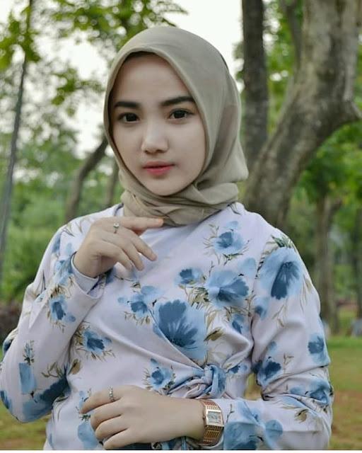 Nice Woman Wearing The Hijab