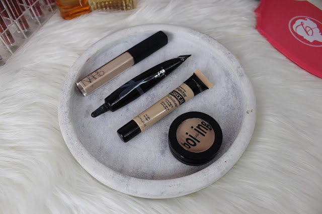 concealer, flatlay, clean, benefit cosmetics, it cosmetics, nars, maybelline, acne