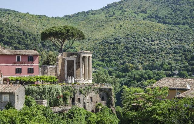 Natureza em volta do Templo de Vesta