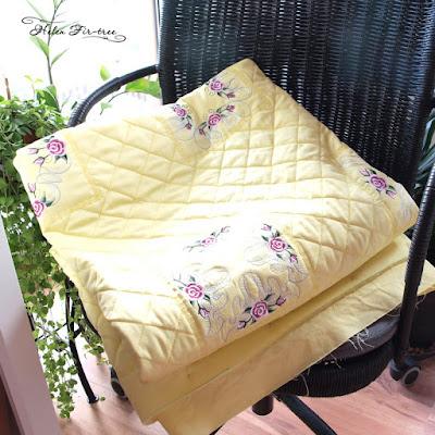 Вышивка машиной Вышивка на розовых вышивальных машинах применяется к розам