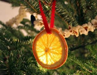 fetta di arancia secca come pallina albero di natale