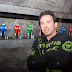 Jason David Frank libera mais videos de 'Super Megaforce'
