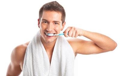 dişlerinizi sert fırçalamayın