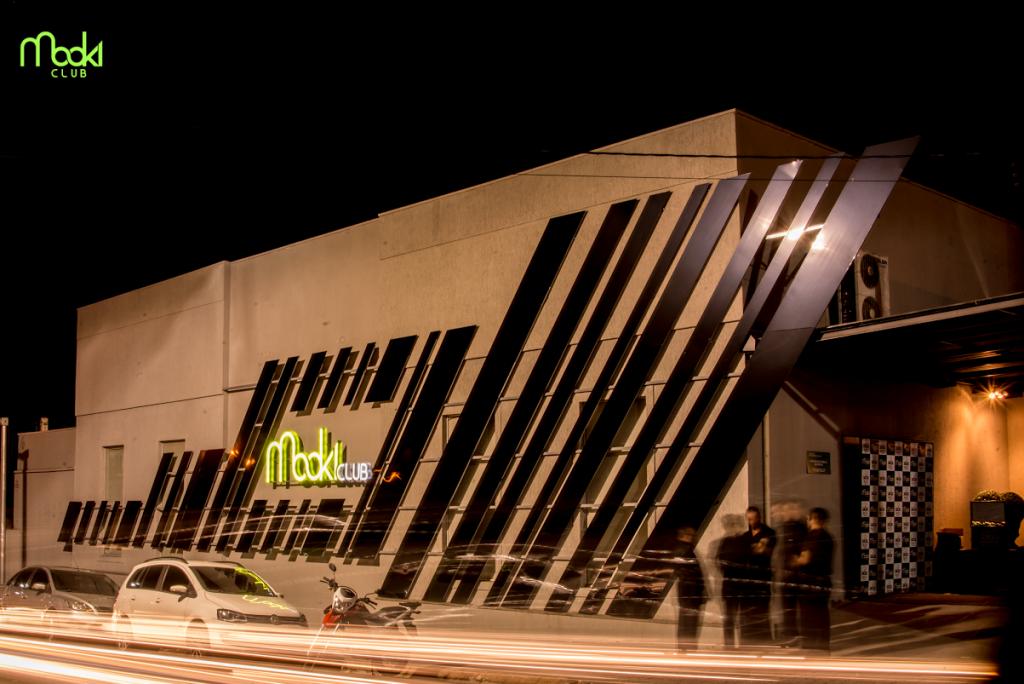 No próximo sábado, dia 6 de Agosto, a casa noturna mais badalada de Ponta  Grossa, Mooki Club abre para a festa de lançamento da Tour de Luxo  Magazine, ... c3400f3932
