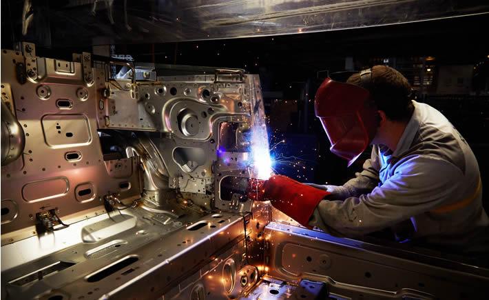 Entre 2003 y 2014 la participación de la industria manufacturera en el PIB latinoamericano ha caído a entre 11 y 17%, mientras que en países competidores como China y Corea del Sur representa de 31 a 32%, lo cual muestra un intenso proceso de desindustrialización en América Latina. (Foto: Renault)