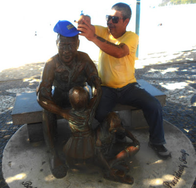Estátua do joão Goulart em Balneário Camboriú