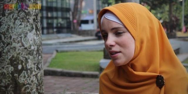 Temukan Hakikat Tuhan, Bule Cantik Asal Belanda Ini Pun Masuk Islam