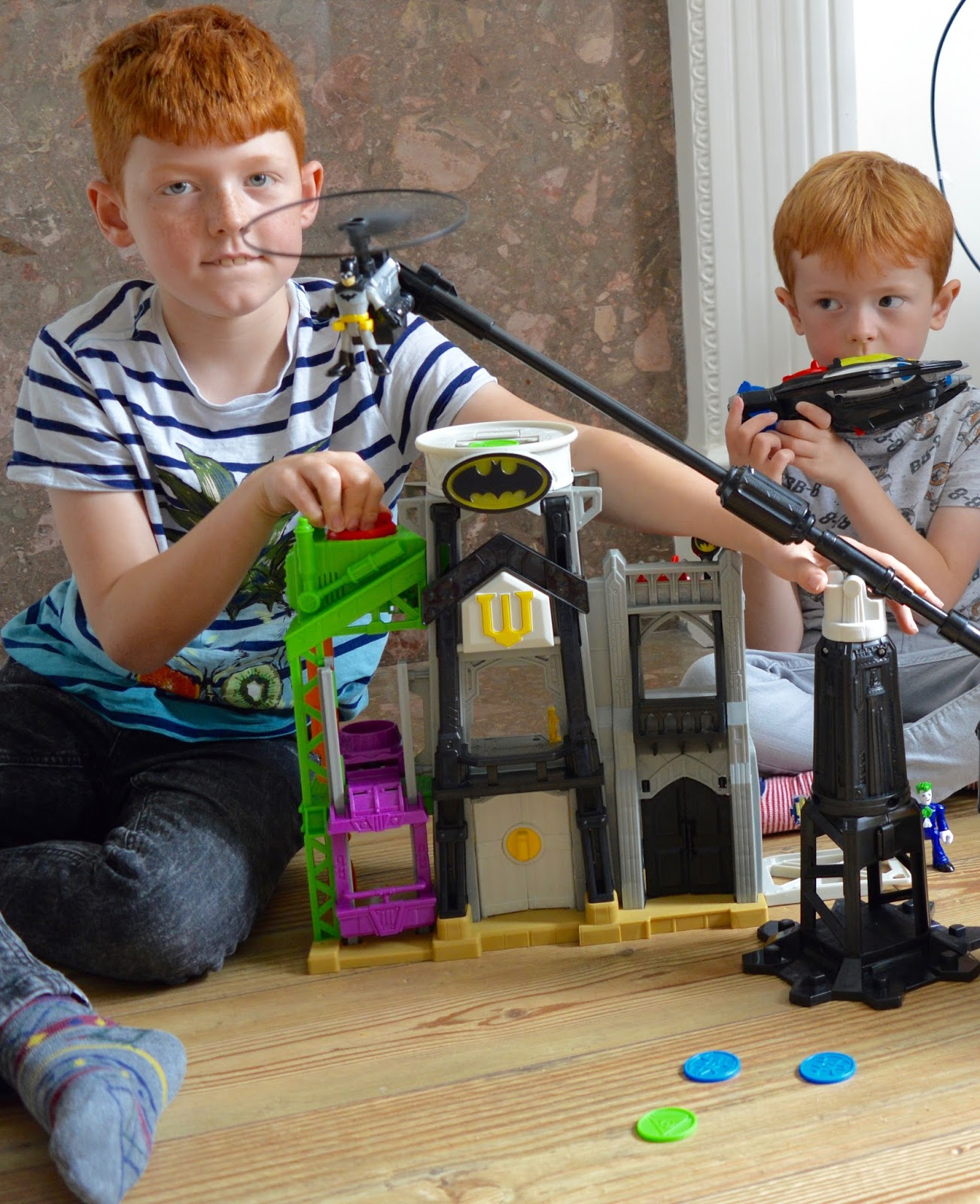 Fisher-Price Imaginext Super-Flight Gotham City | Batman Playset - A Review - Batman flying