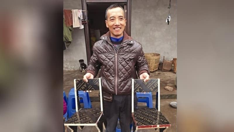 Pria di China Tempuh 2.000 Km Sambil Membawa Kursi Kayu, untuk Apa?