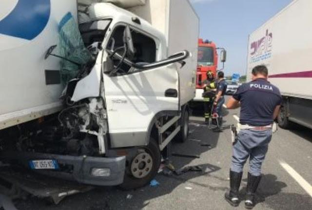 """وفاة مهاجر مغربي في حادثة سير خطيرة على طريق """"فيرنزي-بيرا-ليفورنو"""""""
