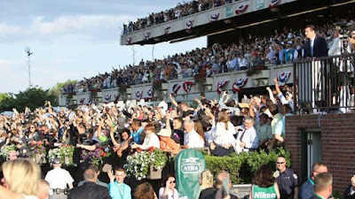 belmont stakes crowd