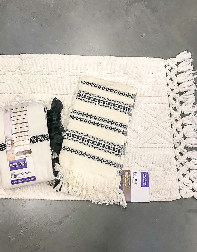 White and black tribal rug, shower curtain and towel