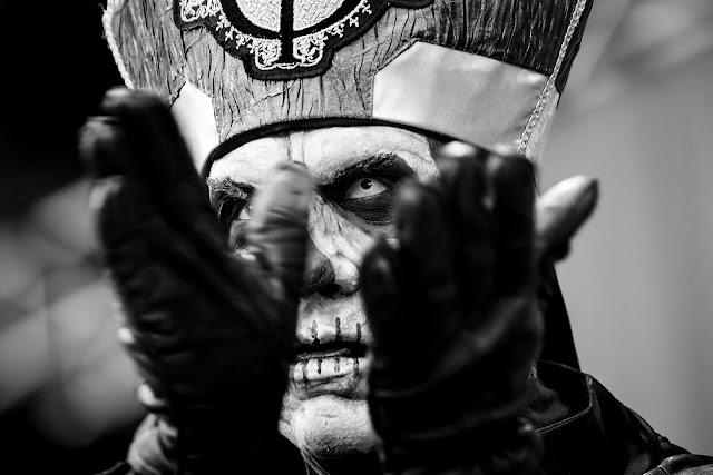 papa emeritus revela qual sua música favorita do ghost
