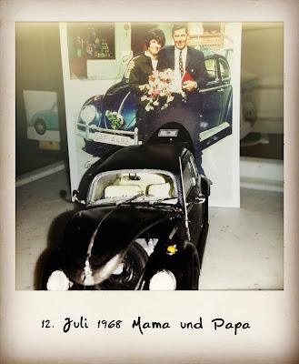 VW Käfer als Hochzeitsauto, Hochzeitstag, Goldene Hochzeit, 50 Jahre verheiratet, anniversary, Renewal, Hochzeitsplanerin, wedding planner, Garmisch-Partenkirchen, Uschi Glas, Gold, golden, fünfzig, 50