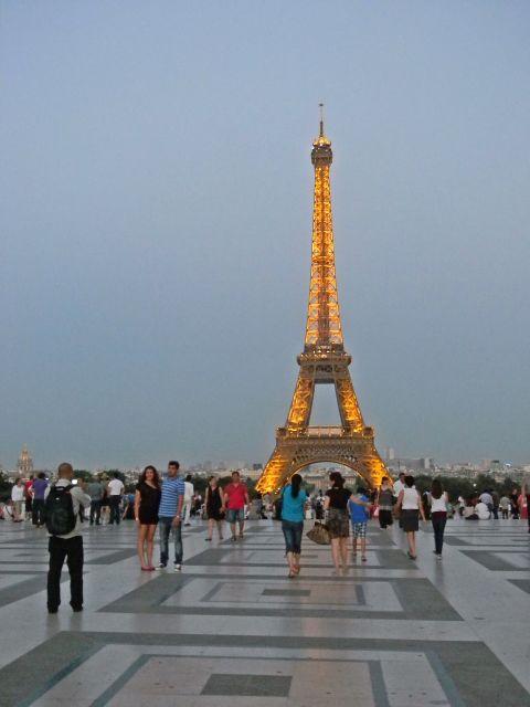 wieża Eiffla, oświetlenie wieży, Paryż i jego atrakcje