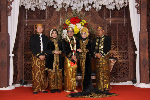 Foto Pengantin Jawa Dalam Busana Tradisional.