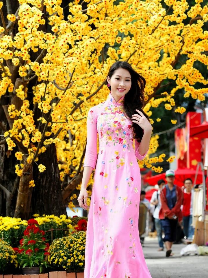 Hoa Hậu Thu Thảo áo dài cổ truyền sang trọng
