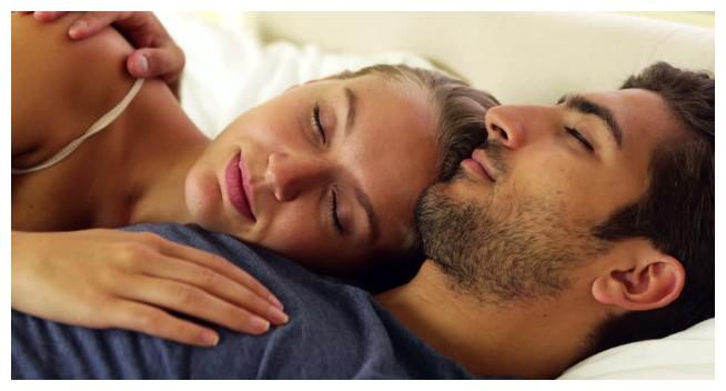 Isteri suka tidur berbantalkan lengan suami? Memang ada rahsia dan kelebihannya. Jom baca!