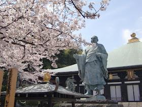 鎌倉長勝寺の日蓮像