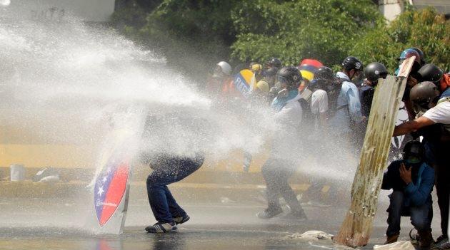 Al menos 117 heridos deja represión a protestas contra el gobierno venezolano este miércoles