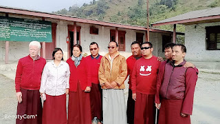 Group photo of visually impaired Dharma friends with Lama
