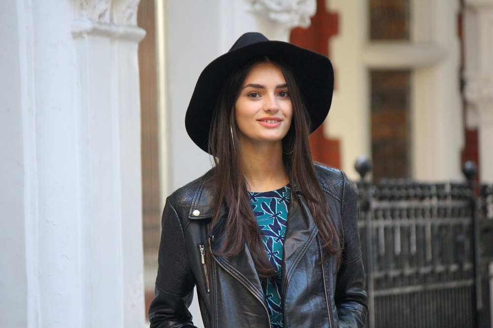 peexo fashion blogger wearing leather jacket and winter fedora