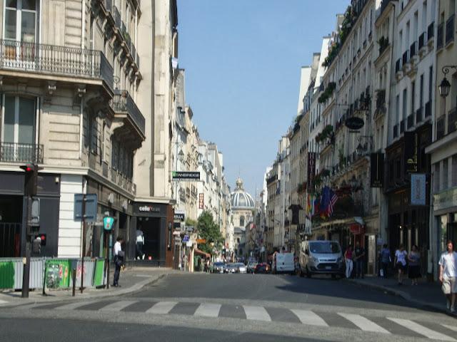 Resultado de imagen para Rue Bonaparte desde el Boulevard Saint Germain hasta la rivera del Sena.
