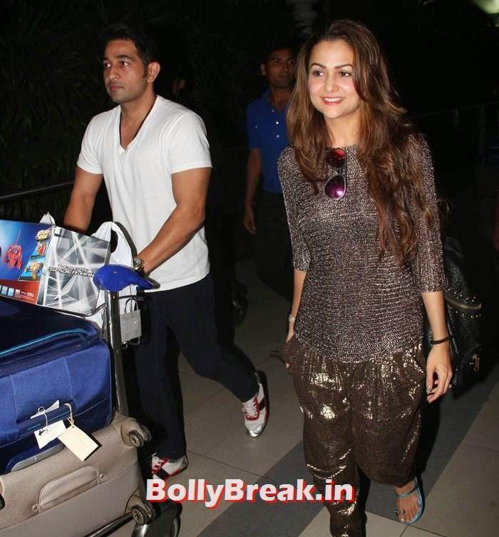 Amrita Arora, Bollywood Celebs at Airport to Attend Arpita Khan's Wedding