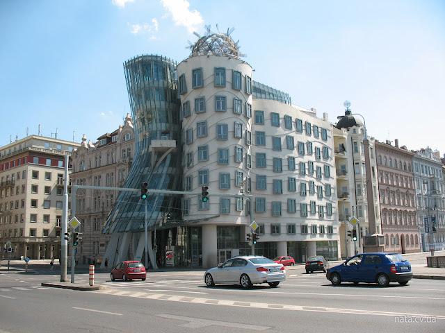 Прага. Танцующий дом