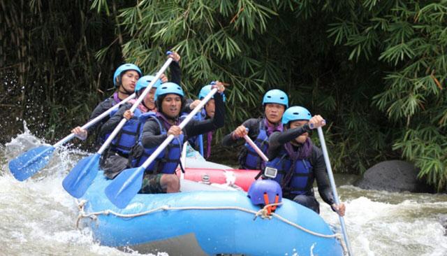 Arung Jeram Sungai Kelingi