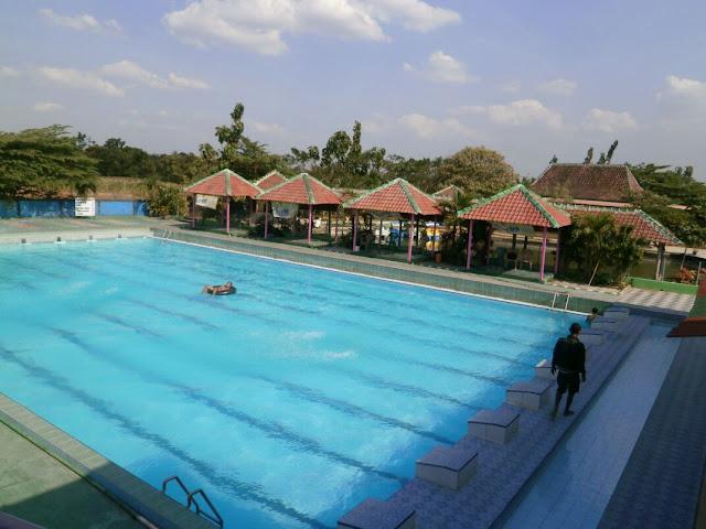 kolam renang taman sariyo