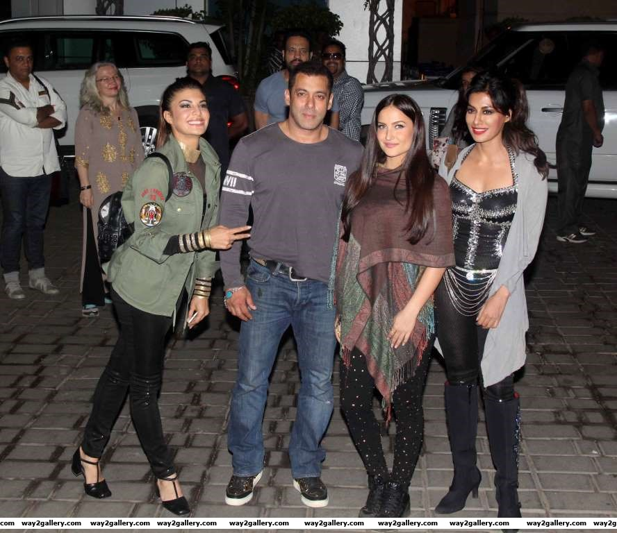 Jacqueline Fernandez Salman Khan Elli Avram and Chitrangda Singh return from the DABANG  The Salman Khan Live in Concert at Surat