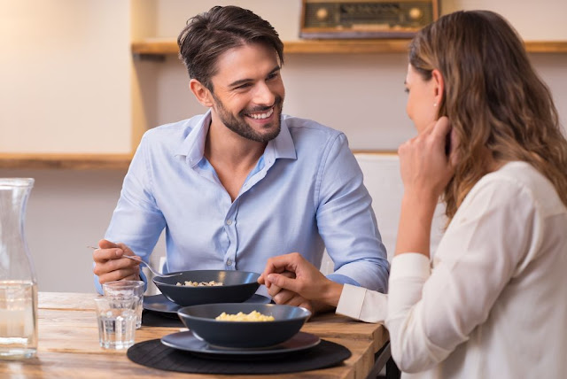 Τι και πώς θα της μαγειρέψεις την πρώτη φορά όταν έρθει για φαγητό σπίτι σου