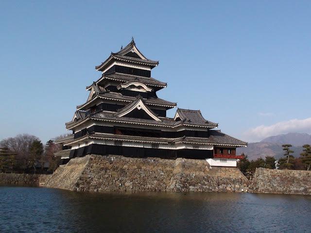 Torre principal y observatorio de la luna del castillo de Matsumoto