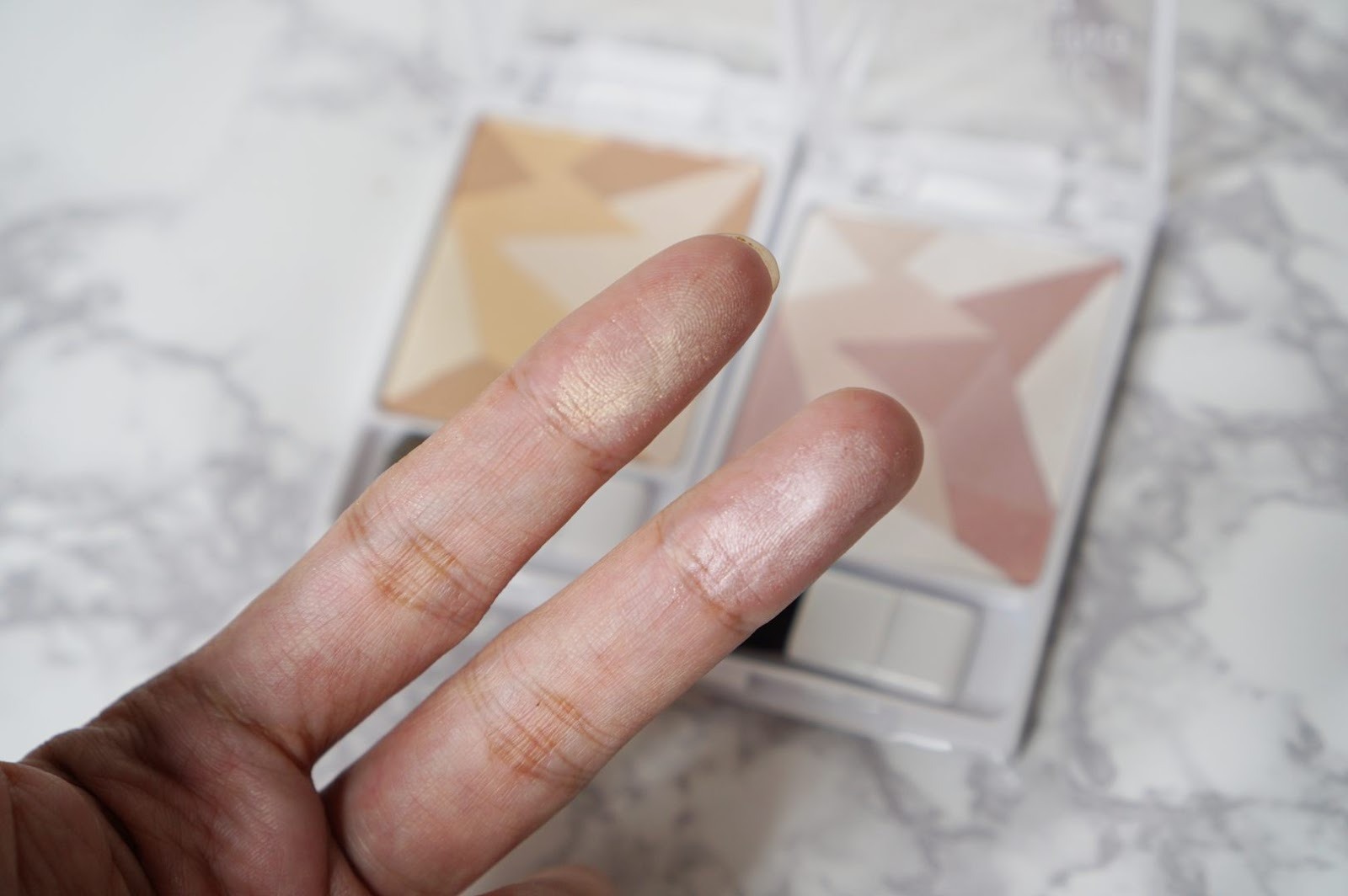 wet n wild Geometric Highlighting Powder แป้งไฮไลท์โทนสีทอง และสีชมพู ลายเรขาคณิตเก๋ ๆ