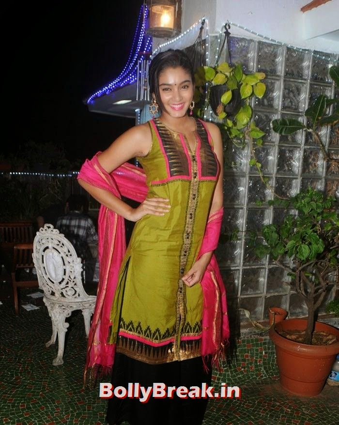 Sana Maqbool, Hot Photos from Rowdy Bangalore Team of Box cricket League