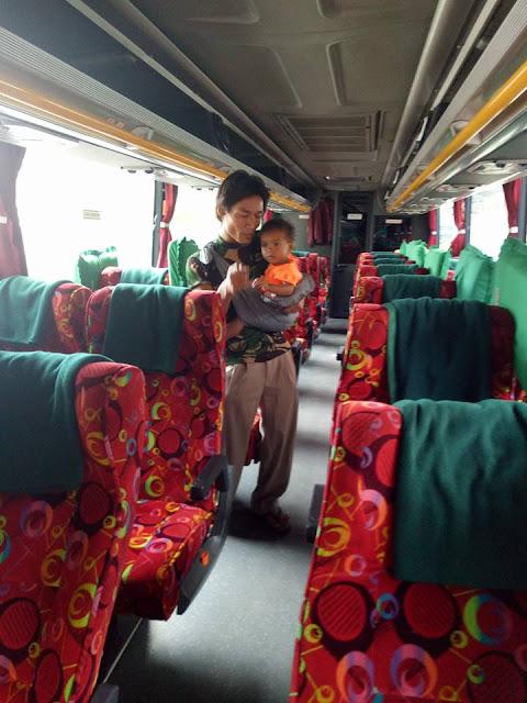 Miris, Karena Tak Diinginkan Istri dan Mertua Pria Ini Gendong Anak Jalan Kaki Madura-Sumatera