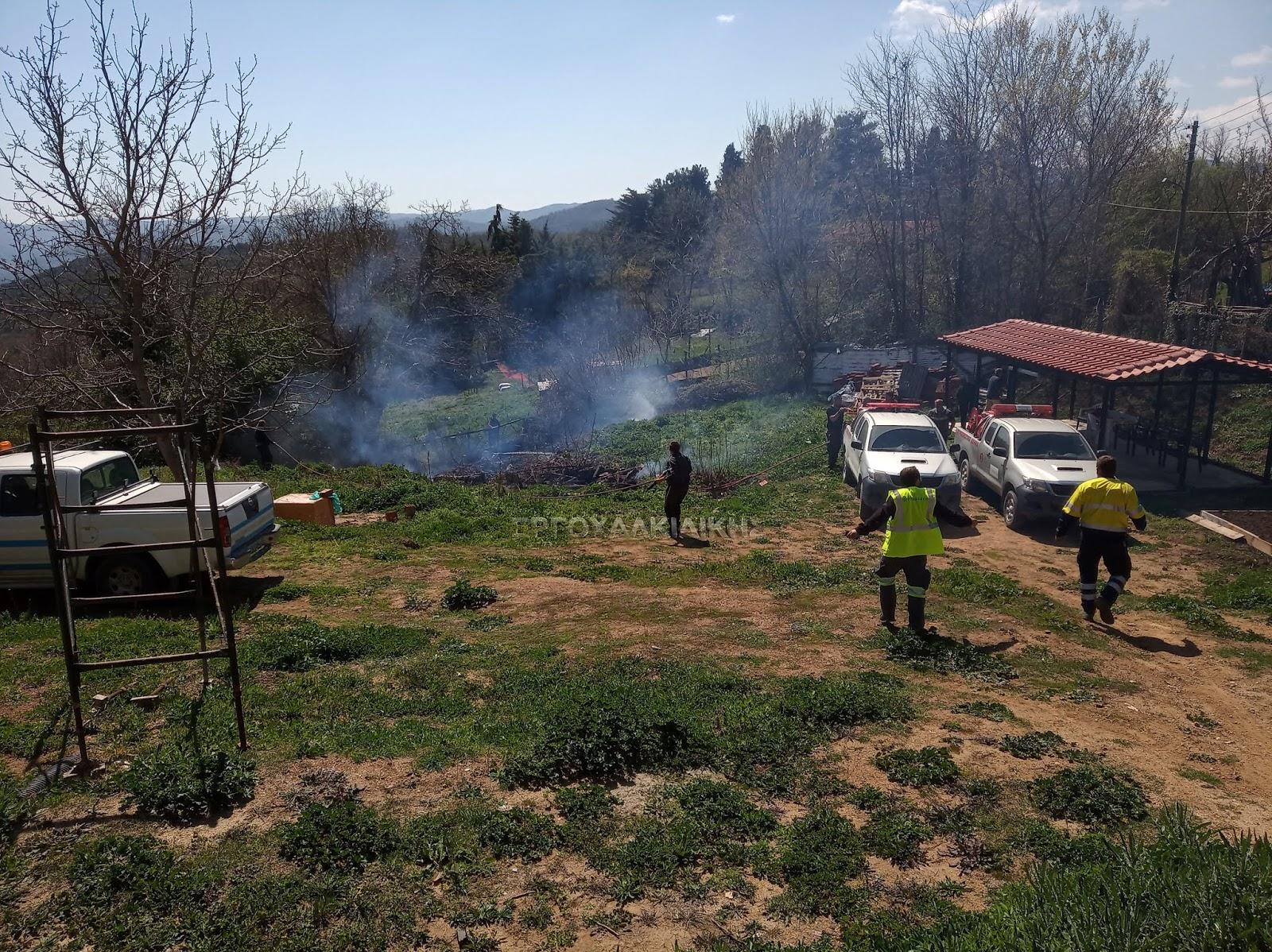 Άμεσα κατασβέστηκε η φωτιά στην Στρατονίκη (φώτο)