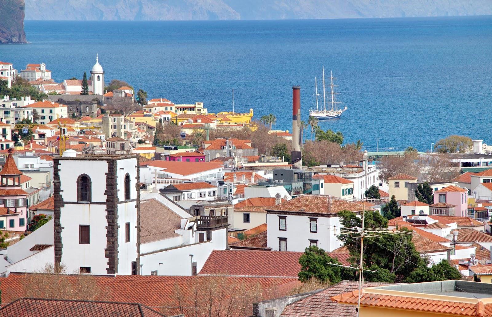 a cidade plantada à beira-mar