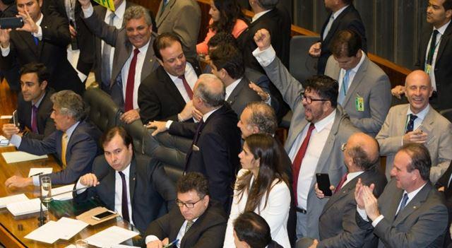 Deputados federais aprovaram a PEC 241.