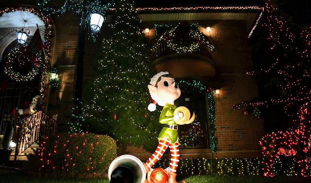 Різдвяні вогні Дайкер Хейтс, Бруклін, Нью-Йорк (Dyker Heights Christmas Lights, Brooklyn, NYC)