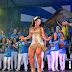 Com pernas torneadas Rainha Cinthia Santos comemora 40 anos da sua escola Aguia de Ouro
