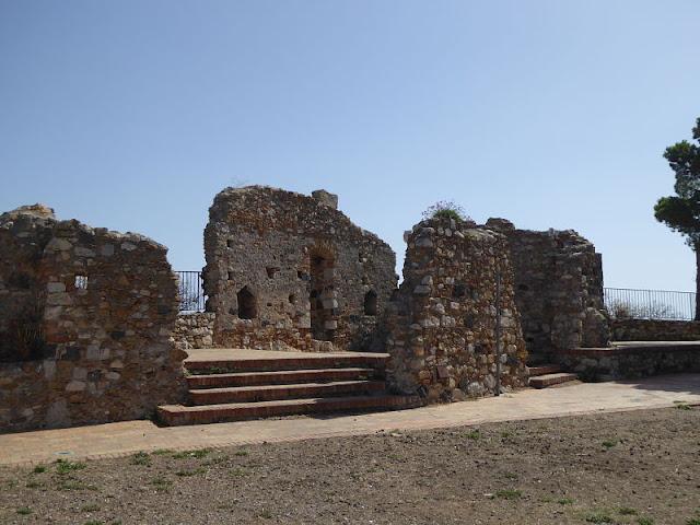 ruderi del castello di castelmola
